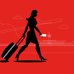 Junge Frau mit Rollkoffer am Flughafen