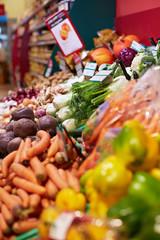 Gemüsetheke im Bioladen