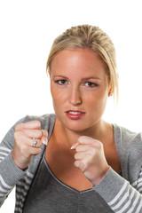 Frau in Boxerhaltung