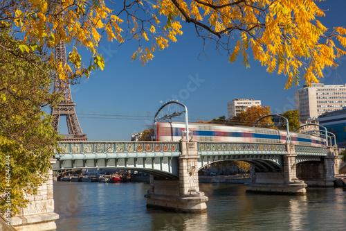 Papiers peints Pont transport ferroviaire à paris