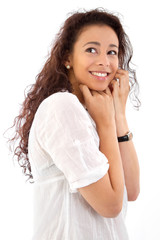 Glückliche junge Frau in weißer Bluse