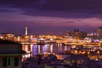 Lo skyline di Genova dopo il tramonto