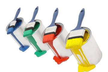 Vier Farbdosen mit Pinsel