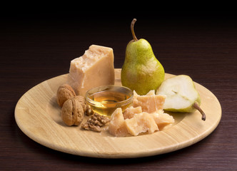 parmesan cheese with honey and pears
