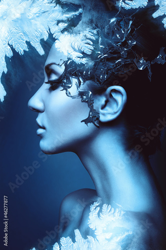 a winter woman head profile with splash