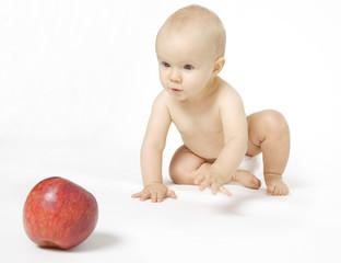 niemowle i jabłko