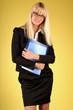 Blondine im Business Kostüm