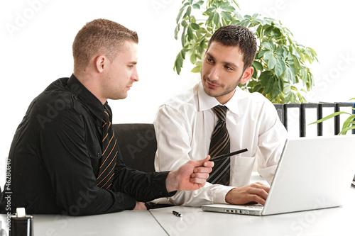 Diskussion unter Arbeitskollegen