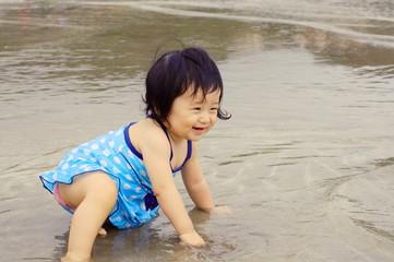 初めての海水浴 Bathe on the Sea for the First Time.