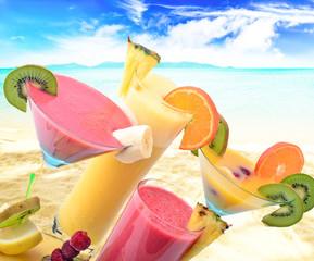 Smoothies und Cocktails: Frische genießen am karibischen Srand