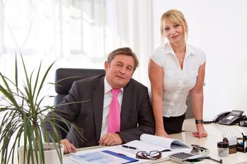 Unternehmer Paar im Büro