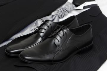 Zapatos y vestido  caballero negros