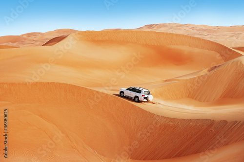 Leinwanddruck Bild 4 by 4 dune bashing is a popular sport of the Arabian desert