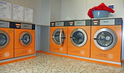 electronic automatic washing machines for washing the laundry