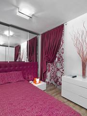 moderna camera da letto con tendaggio rosso