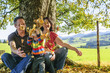 Familieausflug im Herbst