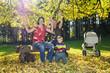 Familienglück im Herbstlaub