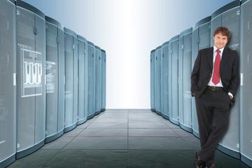 Mann im Serverraum