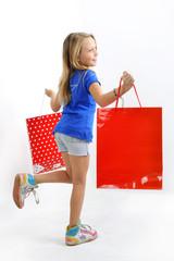Shopping - Fillette blonde et sacs de magasins
