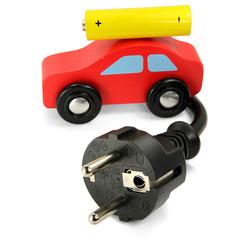 Rotes Holzauto mit Batterie und Stecker