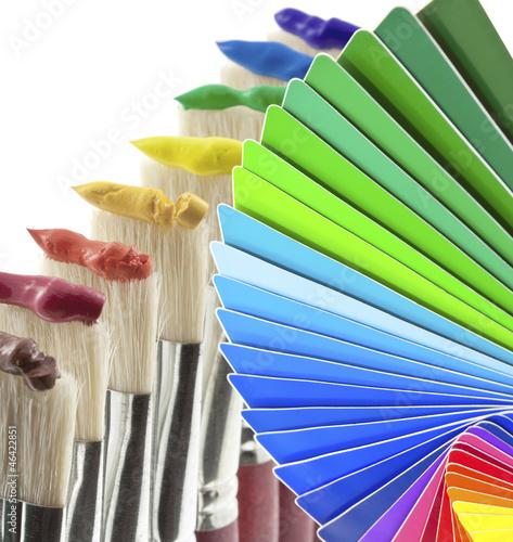nuancier peinture pinceaux gouache
