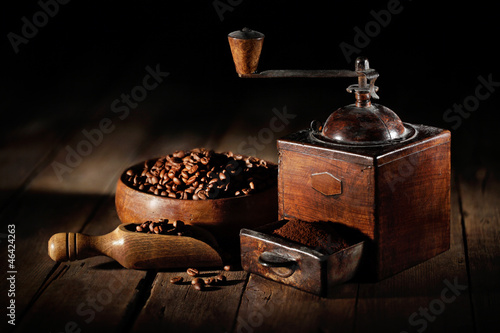 antico macinino da caffè © felix