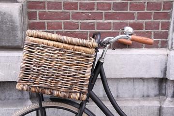 fahrrad mit bäckereikorb