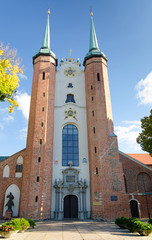 Oliwa Cathedral in vertical view