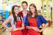 Glückliche Verkäuferinnen im Supermarkt
