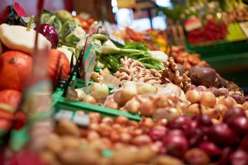 Gemüse-Auswahl im Supermarkt