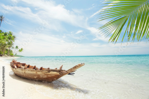Fototapety, obrazy : View of nice tropical  beach  with old boat