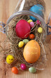 gefärbte eier und zuckereier zu ostern