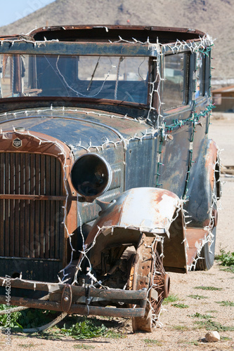 Fototapeten,old-timer,autos,handwerk,junkyard
