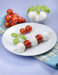 spiedino di pomodorini e mozzarelline