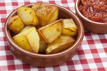 Tapas frittierte Kartoffelwürfel