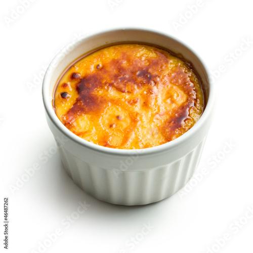 creme brulee in ceramic bowl