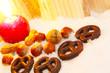 Brezeln und Nüsse im Advent