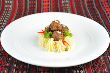 Meatballs with mashed potatoes oriental style