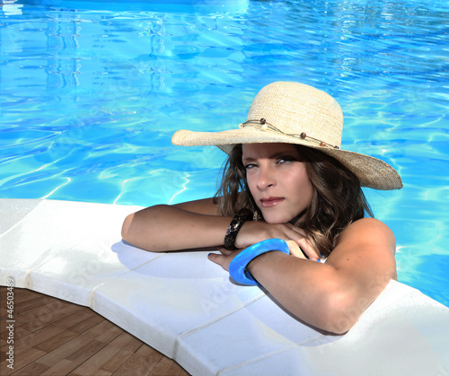 girl with hat in swimming pool