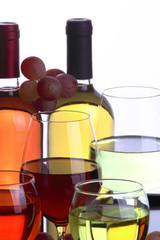 Vino bianco , vino rosè e calici