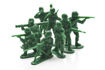 銃を構えるおもちゃの兵隊