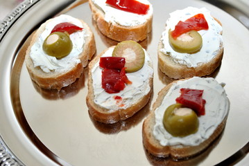 Green Olive and Roasted Red Pepper Appetizers