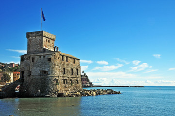 Rapallo, Liguria - lungomare e castello