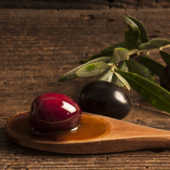 olive nere con olio