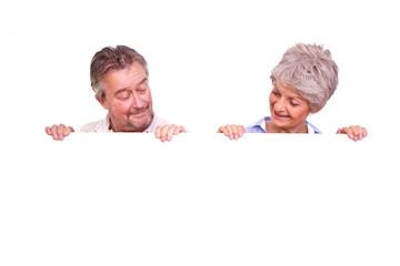 senioren mit tafel