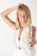 Junges Partygirl mit Sektglas