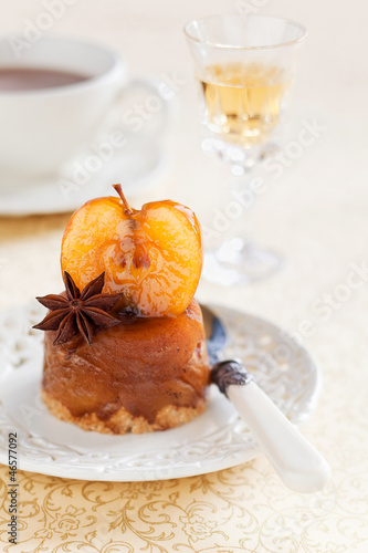 Mini vanilla apple tarte tatin, selective focus