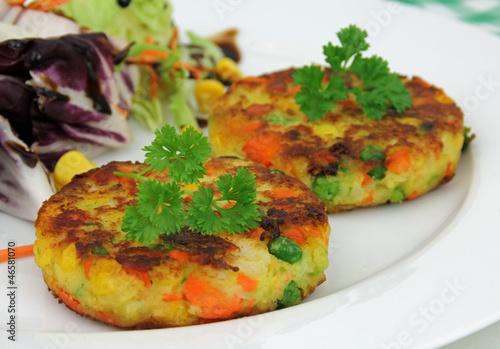 Gemüsebürger mit Salat - 46581070