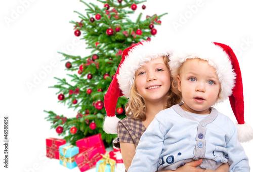 kinder warten auf den weihnachtsmann