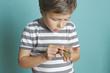 canvas print picture - Kind zählt konzentriert sein Geld